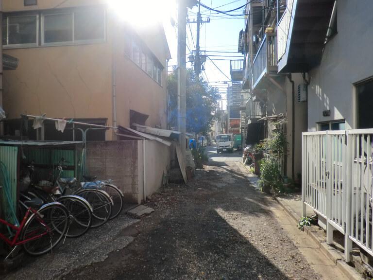 東糀谷 老朽化アパート 私道に面している