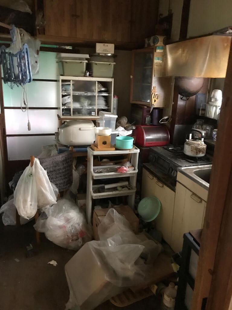 終活不動産 相模大野 荒れ放題の家 室内