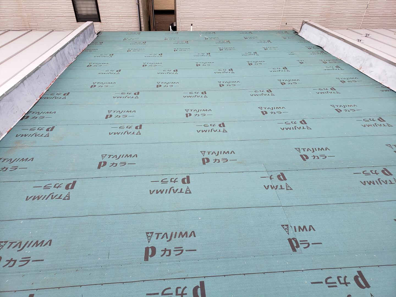 屋根施工中ルーフィング 国立市谷保 室内ボロボロ・雨漏り・連棟の家